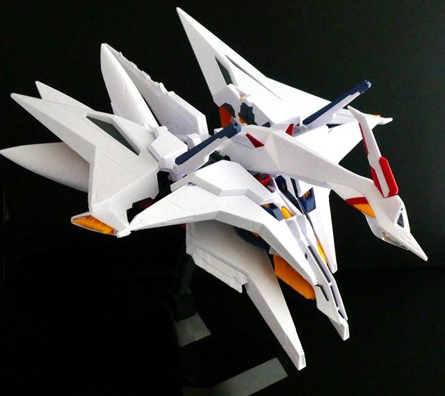 さらに肩部分と脚部分のパーツを合体させることでフライトユニット完成