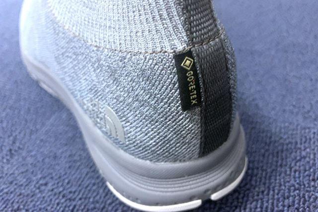 「GORE-TEX INVISIBLE FITメンブレン」をアッパーに直接接着。防水透湿機能に快適な履き心地をプラスした