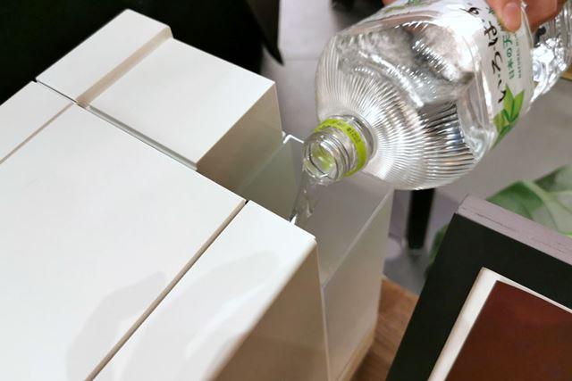 水タンクの容量は600ml。タンクは取り外し可能です