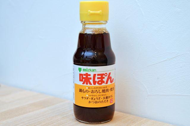 本醸造醤油に、柑橘果汁と醸造酢、さらに糖類などが入っています