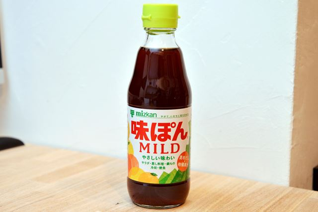本醸造醤油に、米酢やオレンジ果汁、昆布ダシなどが加えられています