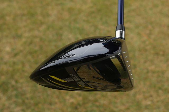 ヘッド後方が低めにデザインされたシャローバック形状を採用。ほどよいやさしさを狙っているのでしょうか