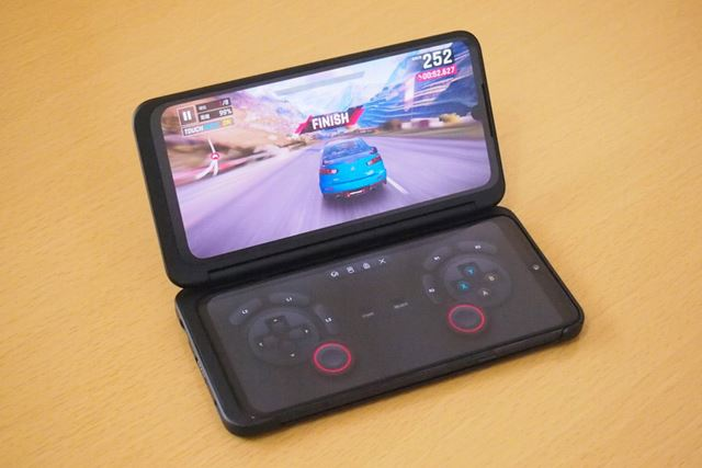 LGゲームパッドに対応するアスファルト9では、片側のスクリーンをゲームパッドとして利用できます
