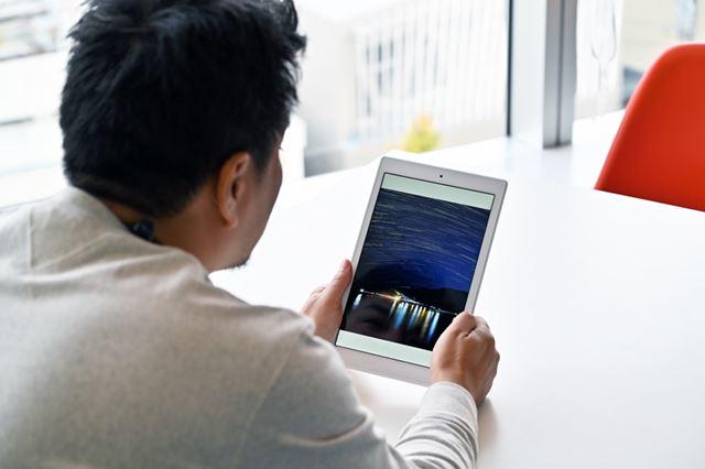 10月に最新世代へとリニューアルしたAmazon「Fire HD 10タブレット」。32GBモデルが15,980円、64GBモデルが19,980円