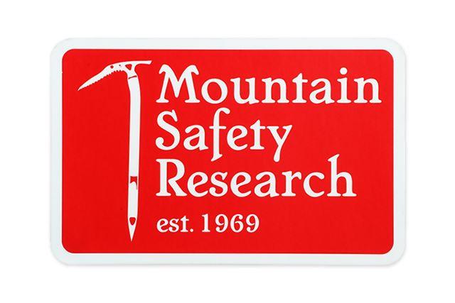 ビンテージデザインの「ヘリテイジステッカー」にはブランドの正式名称とアイスアックスが刻まれている