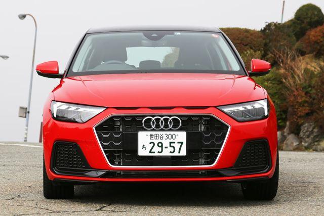 1,740mmの車幅は、日本の市街地やワインディングを走るにはちょうどいいサイズ感だ