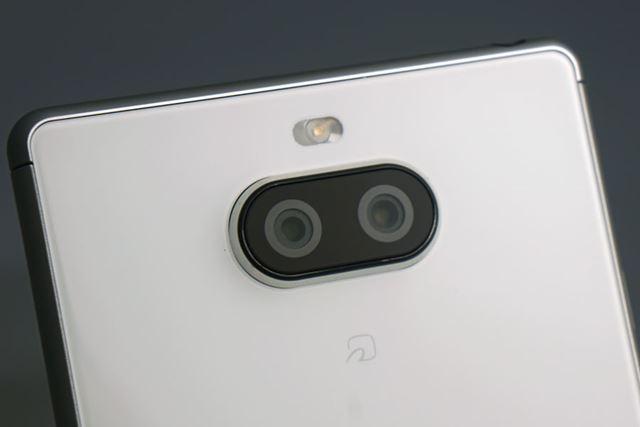 メインカメラは、標準カメラと望遠カメラという組み合わせのデュアルカメラ。光学2倍のズーム撮影が行える