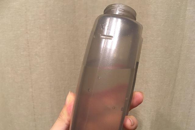 水の量は、ボトルのサイドにある溝あたりまでならOKなのかも