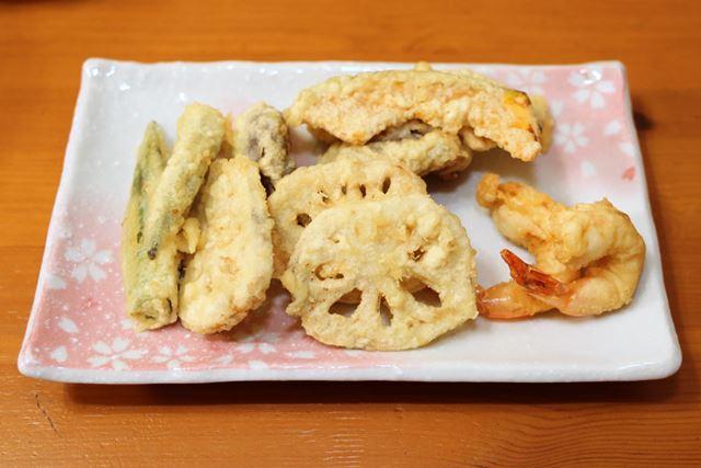 サクッとカリッと香ばしい食感。天ぷら初心者がここまでできるのだから炭酸水の効果はあるかもしれません