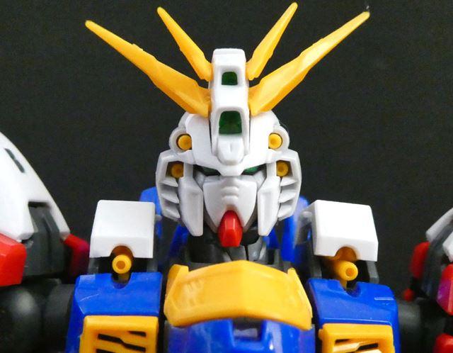 頭部と胸のバルカンは黄色で色分けされています