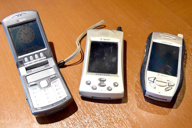 サムスン製のPalm携帯電話はほかにも、左からSPH-i500、SPH-i300、SPH-i330