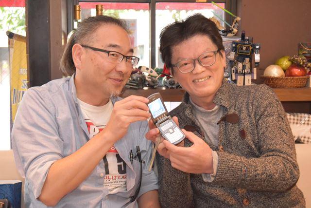 「山田さん(※写真右)、間違いなくお渡ししましたよ」と、2人で記念撮影