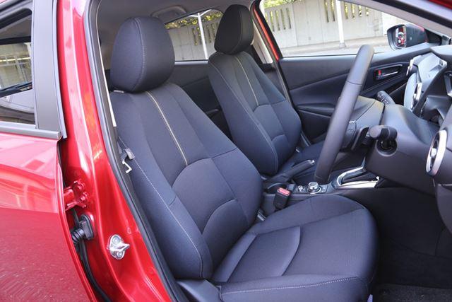 マツダ 新型「MAZDA2」のフロントシート