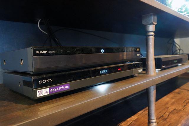 上段がシャープ「4B-C20BT3」、下段がソニー「BDZ-FBT4000」