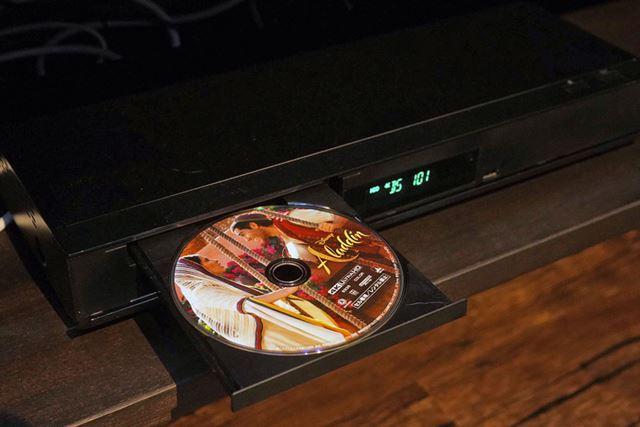 4K放送ダブル録画中にUltra HD Blu-rayの再生をテスト。3社とも問題なく再生することができた