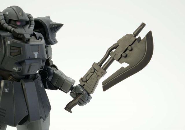 アクト・ザクはほかのオリジンザクと比べ、付属する武器や外装の形が大きく変化しています