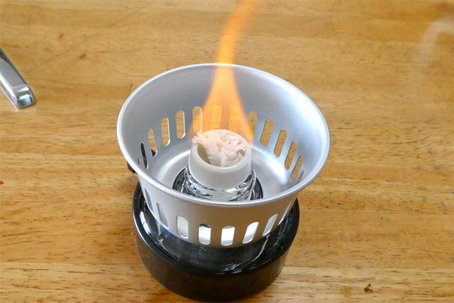 風ぼうをセットしたら、芯を3mmほど出して着火。ちゃんと火が付きました