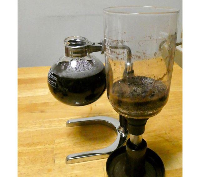 コーヒーが落ちきったら完成です。いい香りがしてきました
