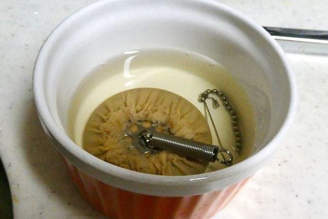 フィルターは使用後に熱湯に浸けてキレイにしておきます。ネル(布)なので、何度も使えて経済的です