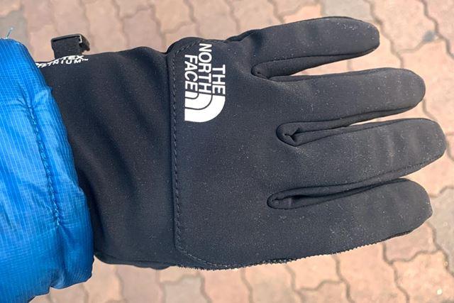 今回は、冬季のマストアイテムであるタッチスクリーン対応手袋を紹介