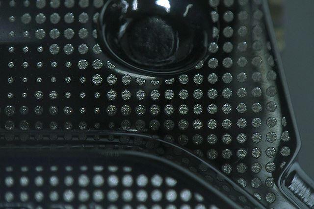 3種類のドットパターンでカモフラージュ柄を表現●写真:カシオ計算機提供