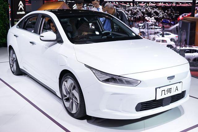 写真は、テスラ「Model3」に対抗するために開発されたジーリー(吉利汽车)のEV「A」