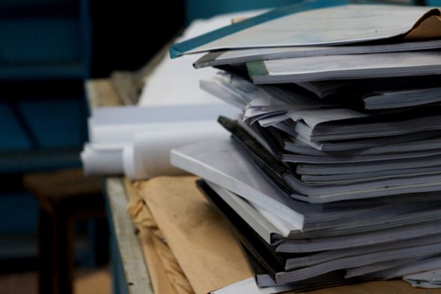 紙の書類はとにかく、保存に場所を取る。デジタル化して、スッキリと部屋を片づけよう