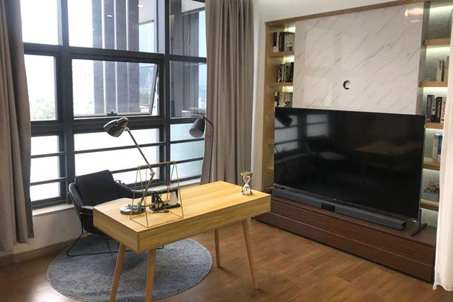 こちらは書斎にテレビを設置したイメージの部屋