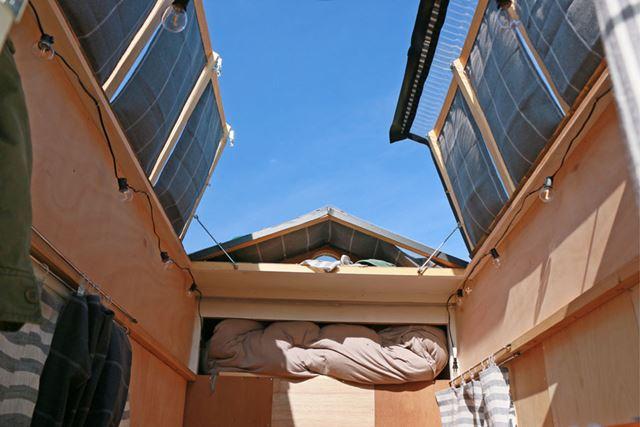 屋根を開けると、室内はこんな感じになる。開放感はハンパない!