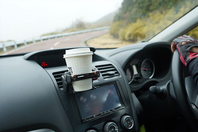 強めの横Gがかかる峠道で、コーヒーをこぼさず走りきれるか