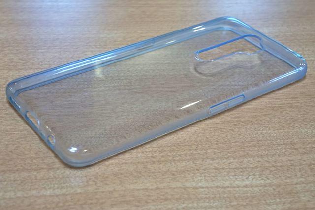 製品には透明のソフトカバーが同梱されている。キズが気になる場合はこちらを使うといいだろう