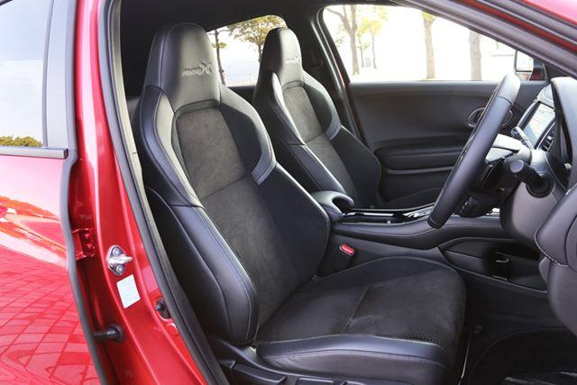 「ヴェゼル Modulo X」には、Modulo Xシリーズで初の「専用スポーツシート」が装備されている