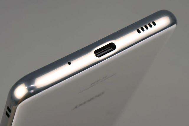 ボディ下面にはUSB Type-Cポートが装備されている。USB PD規格に対応する急速充電に対応