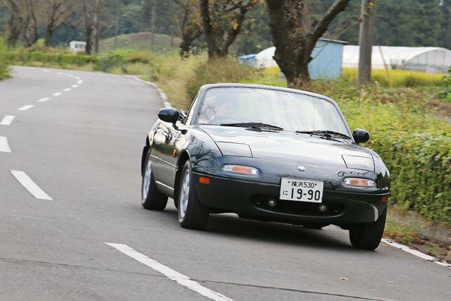 マツダ「ロードスター」(NA・初代)の走行イメージ
