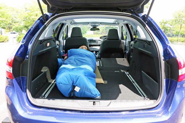 たまたま寝転んでみたら車中泊向きだった! プジョー「308SW」はSUV以上に快適!!