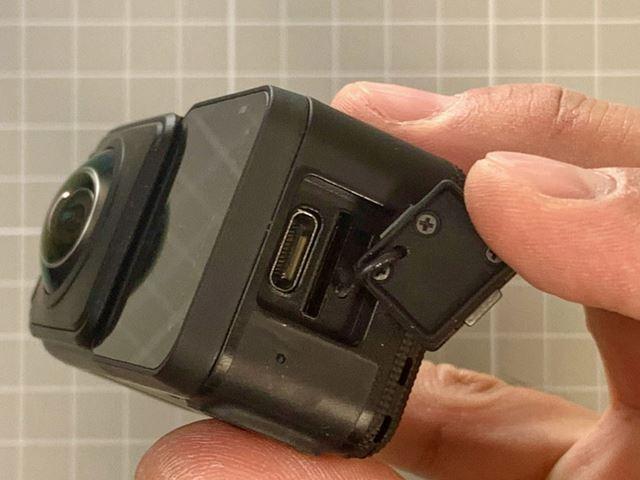 接続インターフェイスはUSB Type-Cのみ。アダプターを使用すれば、マイク入力端子としても使用できます