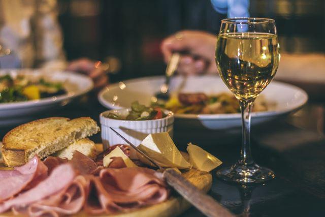 「2 for 1ダイニングby招待日和」は大切な人との食事はもちろん、接待に活用することも可能だ