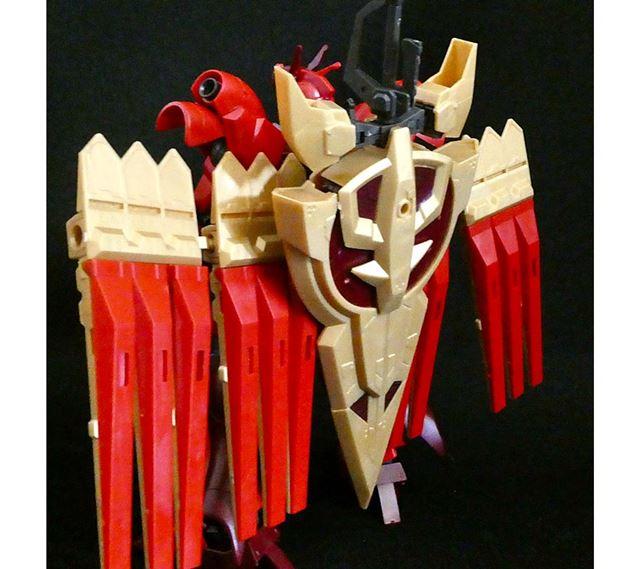 ジオニックソードは背面に装着可能