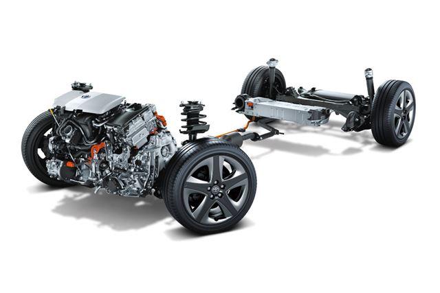 画像は、4代目プリウスに搭載されている1.8L-2ZR-FXEエンジンとモーターなど