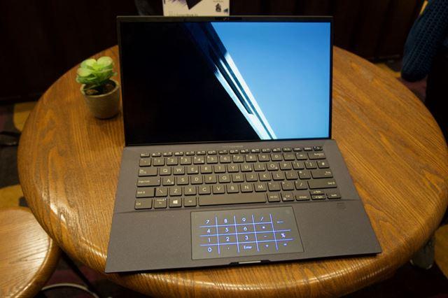 ASUS「ExpertBook B9450」は870gという、14インチノートPCでは世界軽量ボディのビジネスユーザー向けモデル