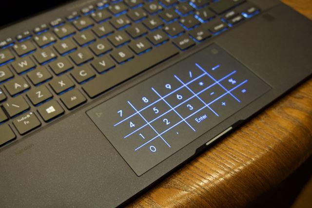 タッチパッドテンキーを表示できるNumberPadを採用