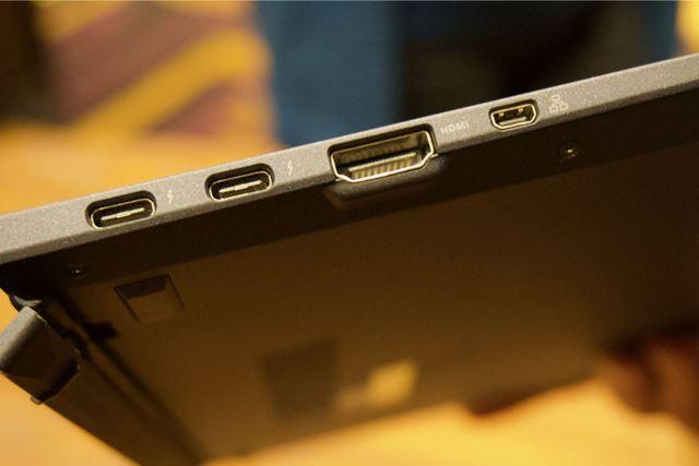 本体左側面にはThunderbolt 3ポート×2基に加えて、HDMIポートと専用LANアダプター用ポートを備えています