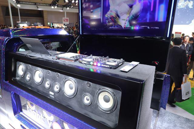 巨大なスピーカーが積まれ、サイバー感を演出した「ハイゼットトラック DJ Ver.」