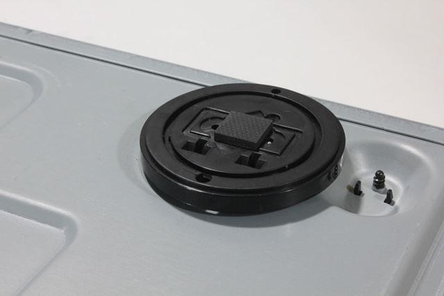 4K対応レコーダーの最上位モデルということで、設置部分にはインシュレーターも付属していた