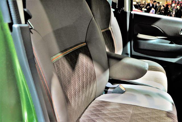 三菱 新型「eKクロススペース」のインパネとフロントシート