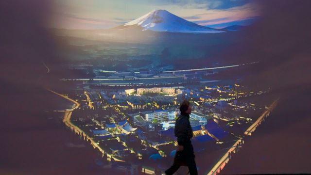 富士山の下に広がる「Toyota Woven City」(トヨタ・ウーブン・シティ)」の予想図