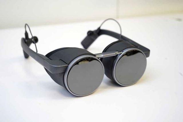 今年のパナソニックの目玉となった「試作VRグラス」。BtoB向けのモデルだ