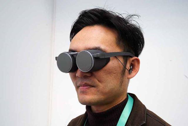 グラス型デザインで重さは100g台。VRグラスとして今までにない装着感