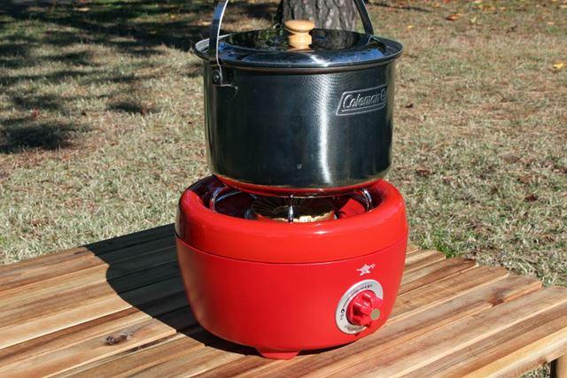 ゴトクには、大きめの鍋も余裕を持って載せることができます