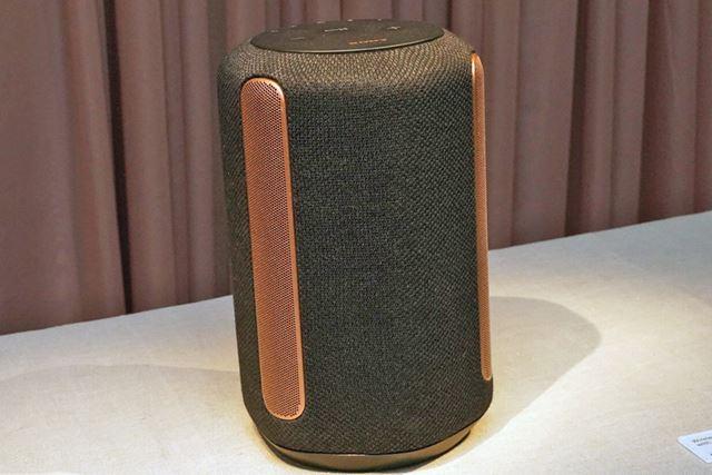 ワンボディの2.1chスピーカーで立体音響を再現するデモンストレーション